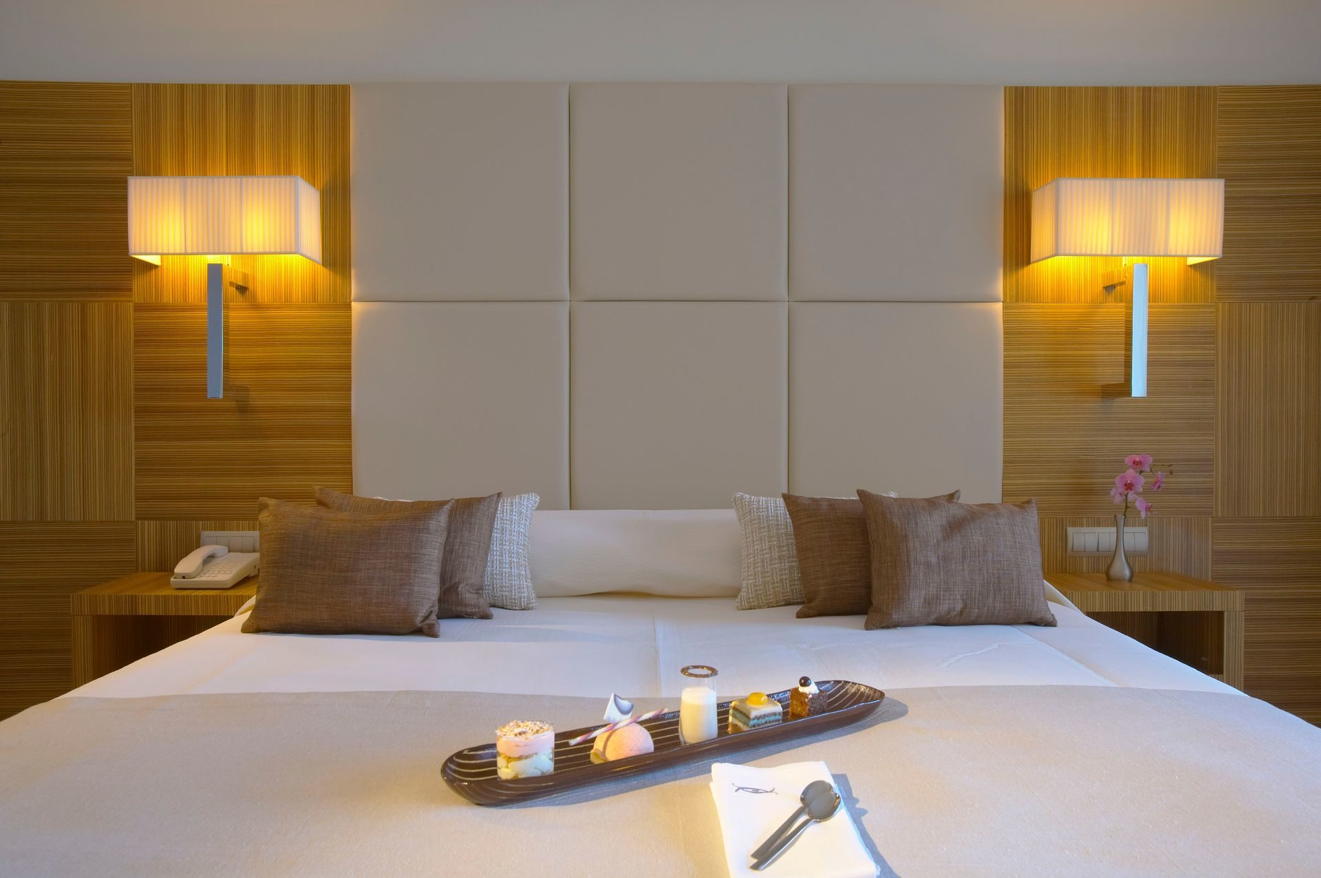 103_Deluxe_Guestroom_Sea_View _(Zebrano)_ELYSIUM_result