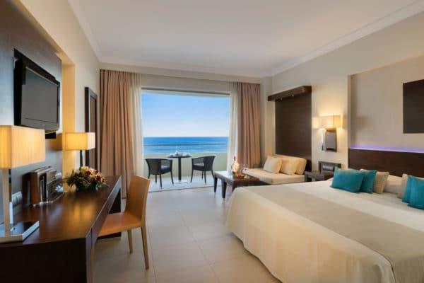 163A_Superior_Deluxe_Guestroom_Sea_View_ELYSIUM