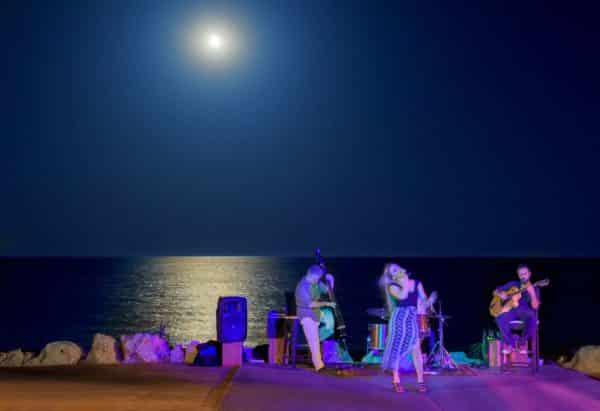 Almyra Beach Bar Evening Show